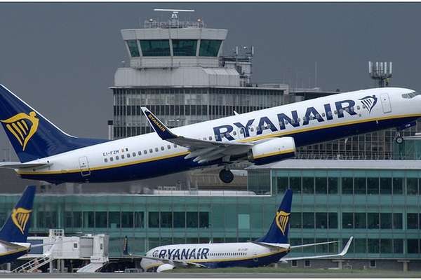 Fighter Jets Escort Ryanair Flug nach London